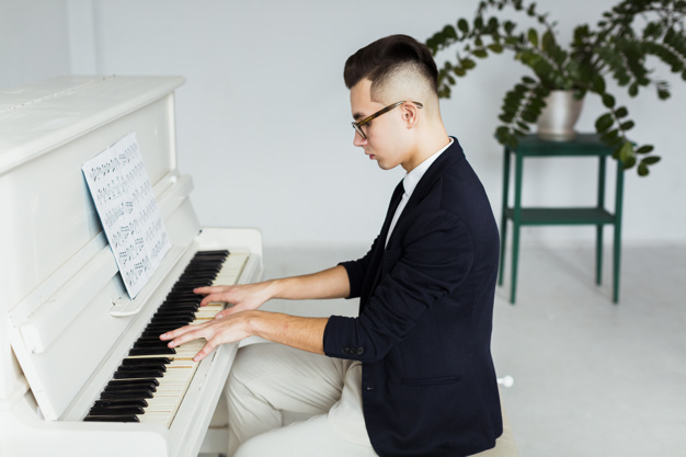 https://musiclight.com.vn/wp-content/uploads/2020/07/side-view-young-man-playing-grand-piano_23-2148047568.jpg
